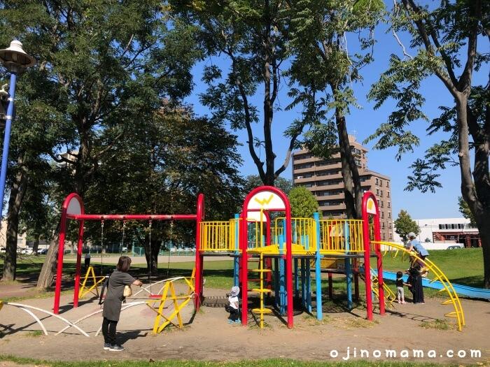 白石区東札幌公園遊具1