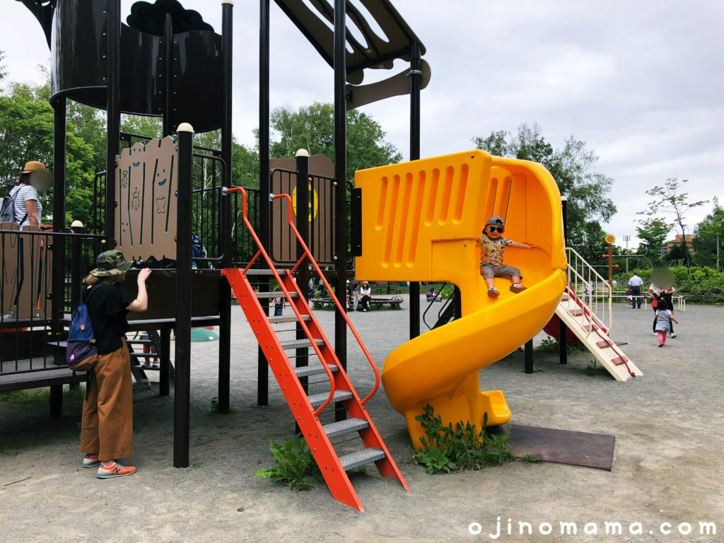 月寒公園幼児用コンビ遊具のすべり台