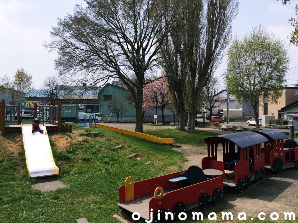 札幌市白石ポッポ公園の遊具