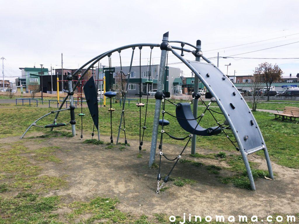 菊水舞鶴公園半円遊具