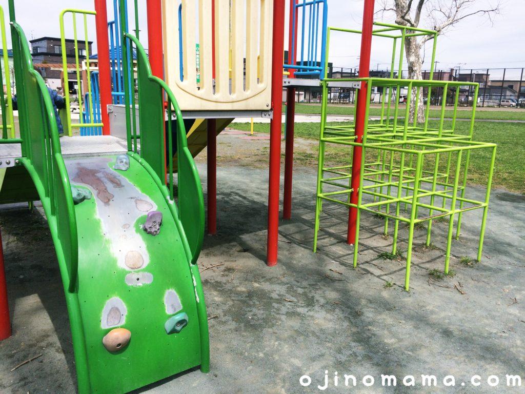 菊水舞鶴公園遊具幼児用遊具裏