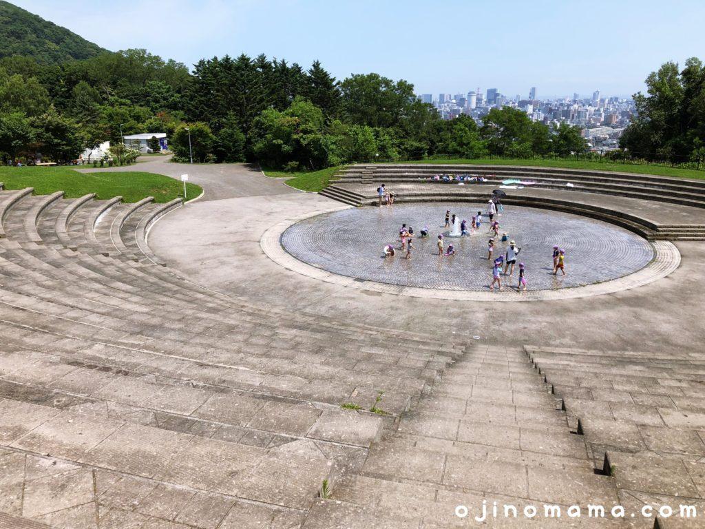 旭山記念公園噴水と階段