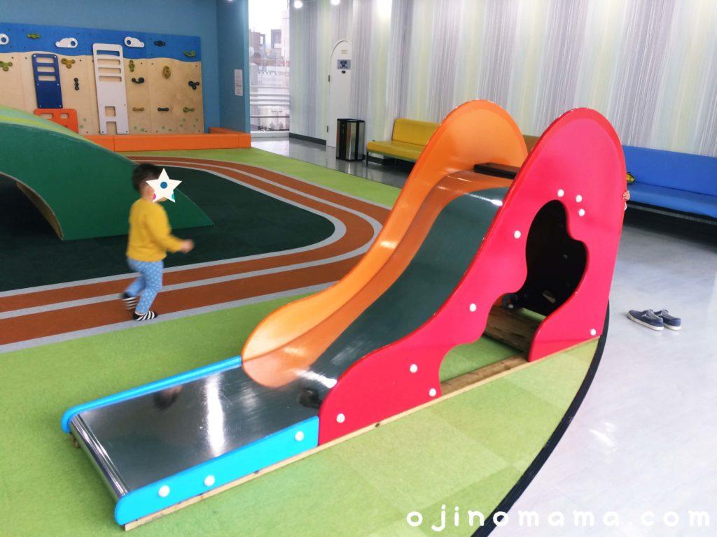 札幌東急なかよし広場すべり台