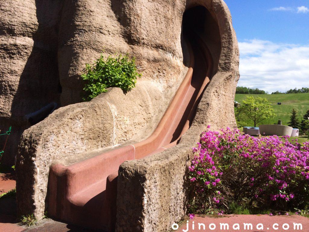 滝野すずらん公園あり塚の塔すべり台