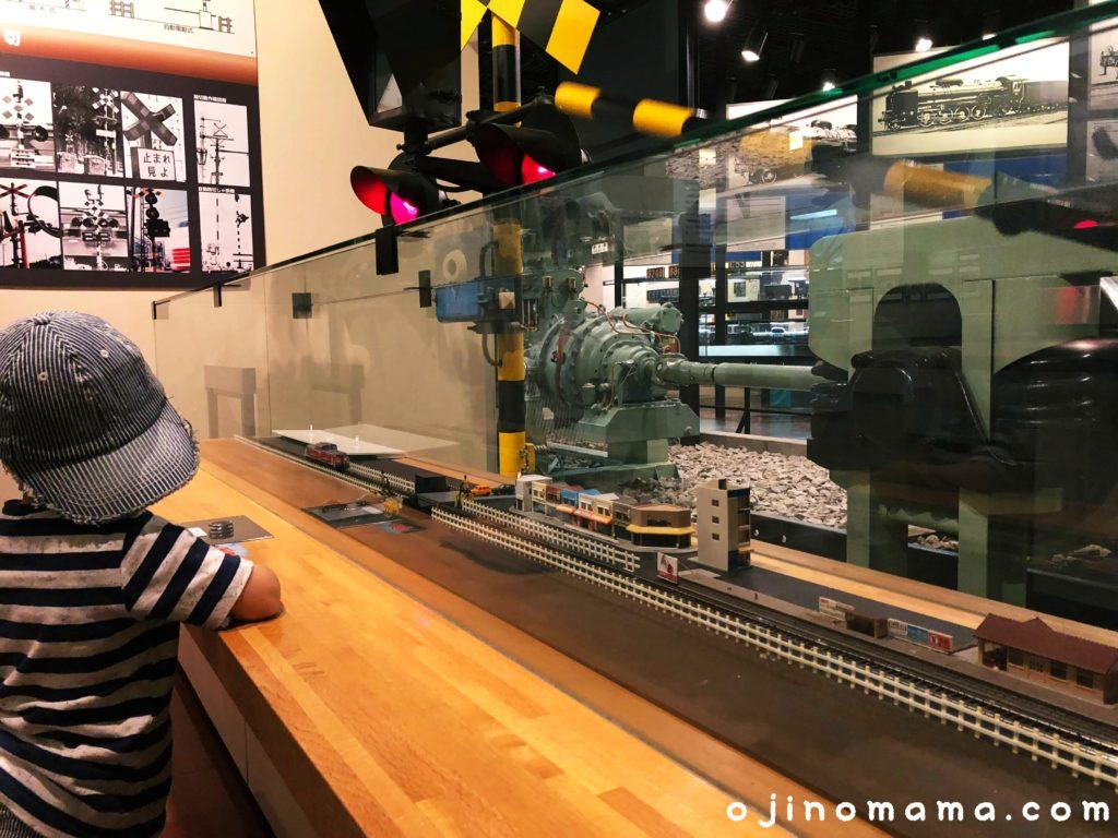 三笠鉄道村鉄道記念館の踏切模型