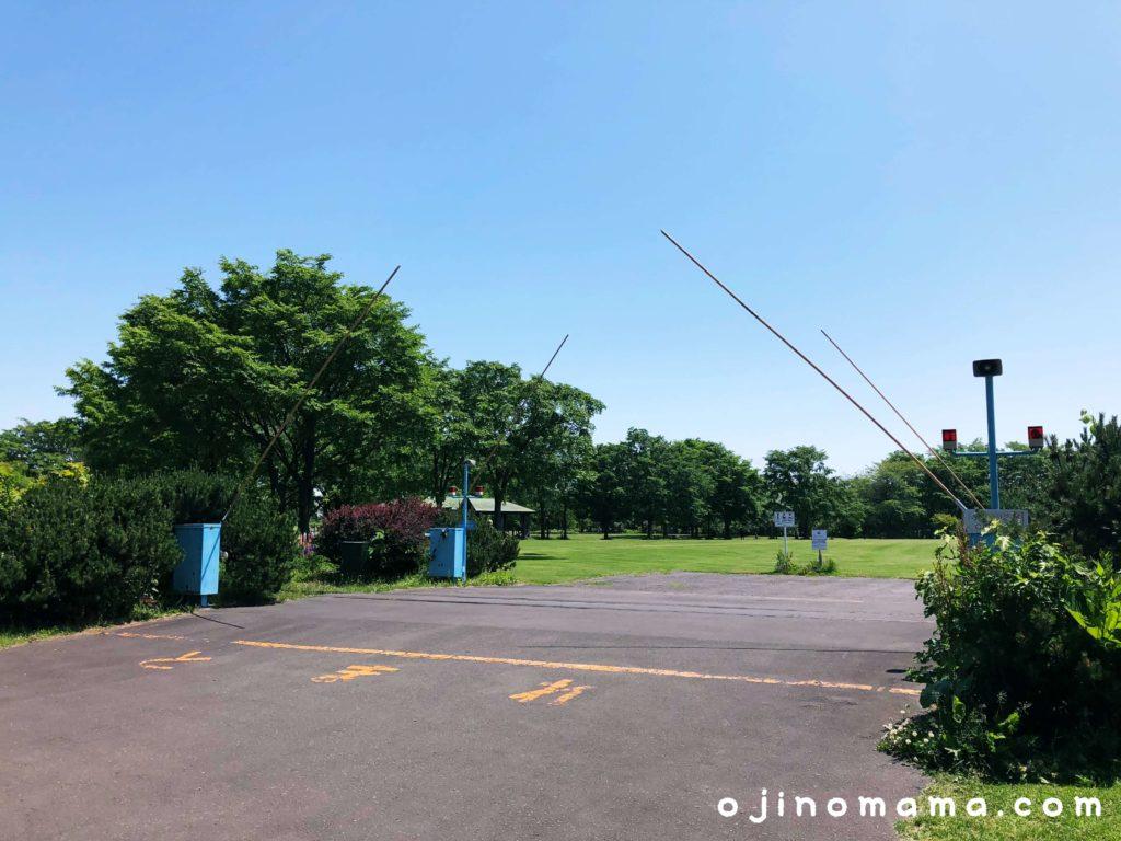 札幌百合が原公園踏切