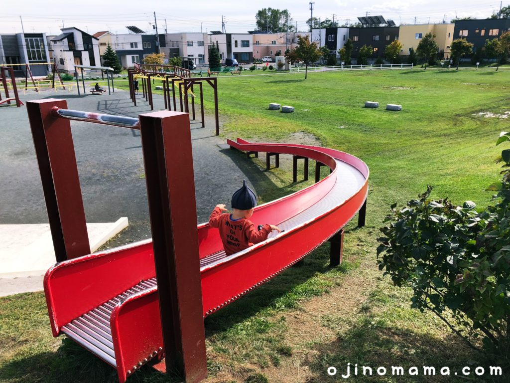 手稲区明日風公園ローラー式すべり台