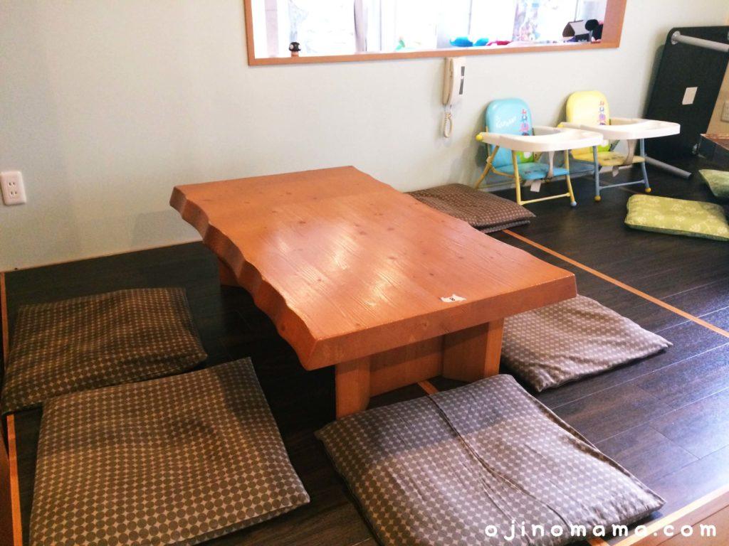 札幌ランチ小上がり席があるエモンズシュシュ