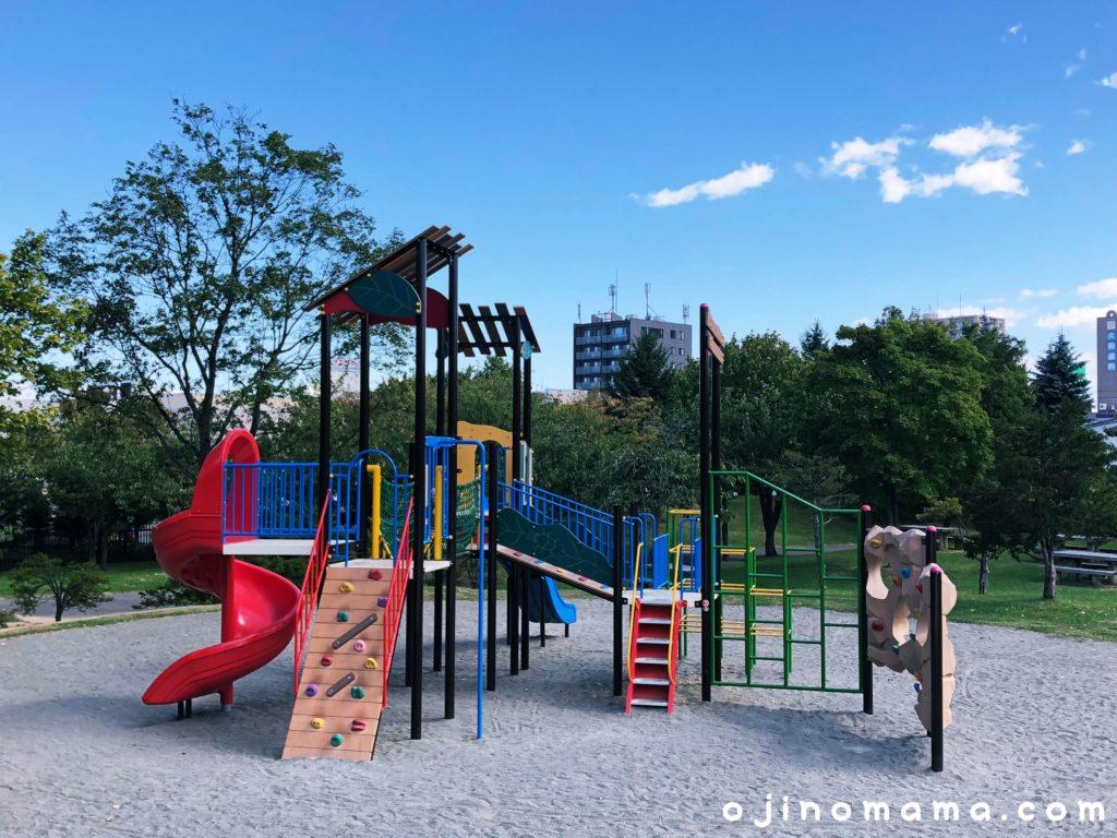 西野グリーン公園コンビ遊具3
