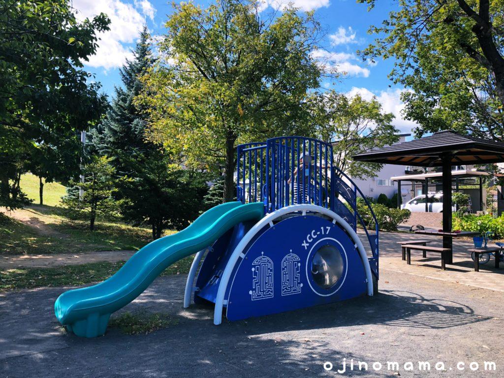 西野グリーン公園幼児用すべり台-min