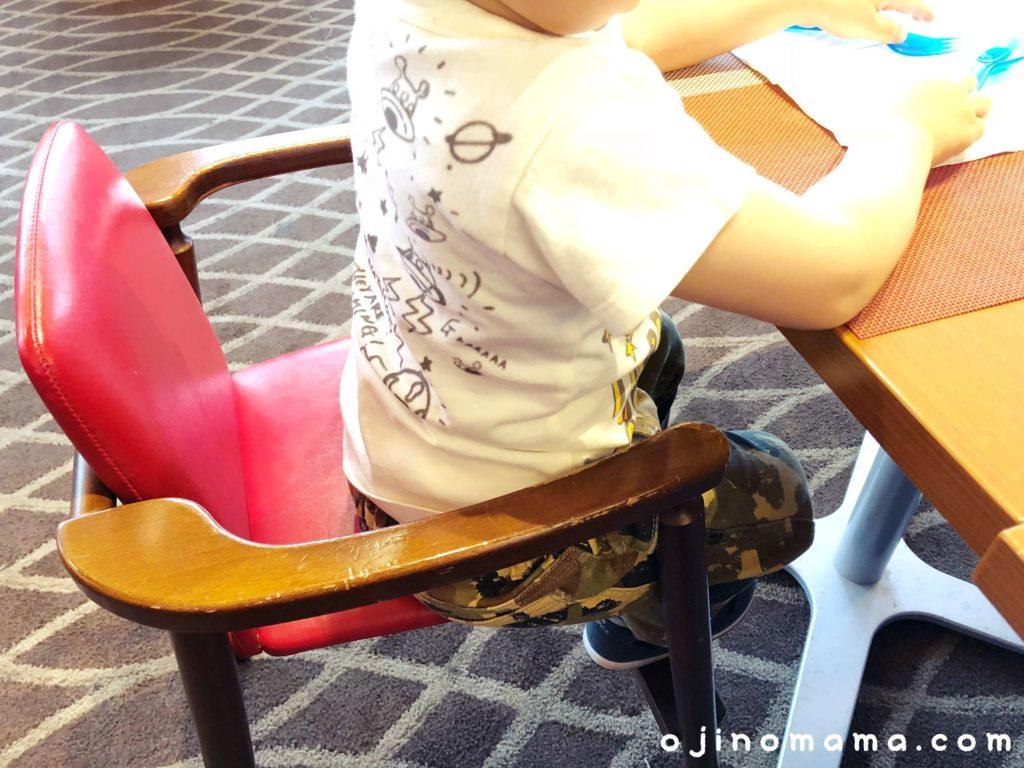 札幌子供連れランチレストランボルドーのベビーチェア