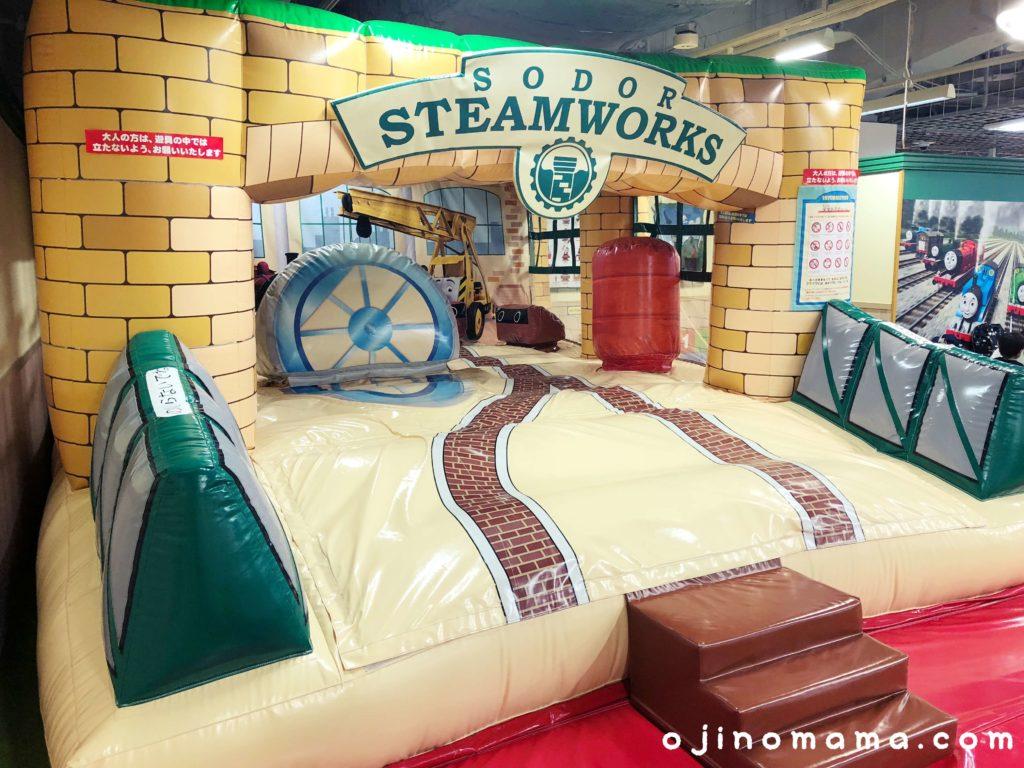 札幌トーマスステーションふわふわ遊具