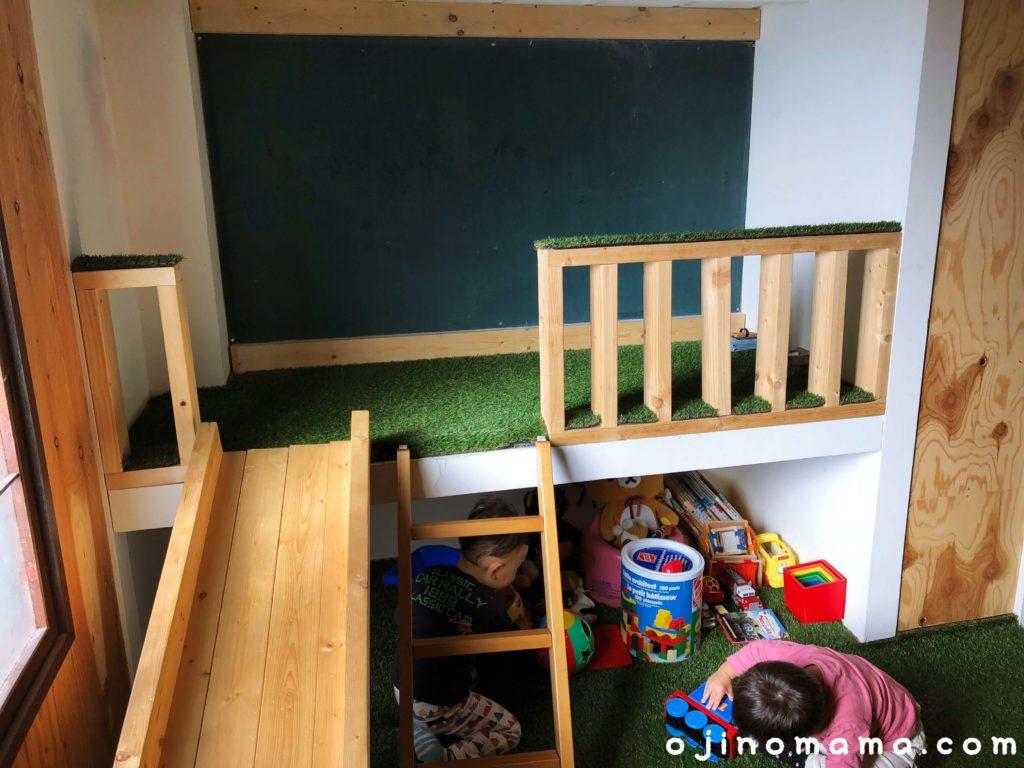 札幌子連れランチログすべり台と黒板