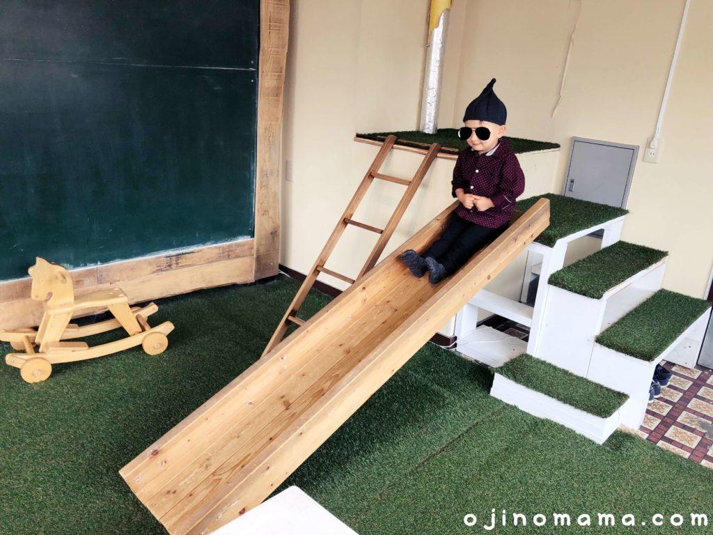 札幌子連れランチログキッズスペースのすべり台