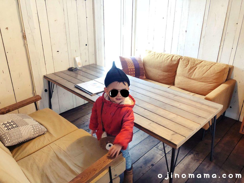札幌子連れランチカフェブルー2階ソファー席