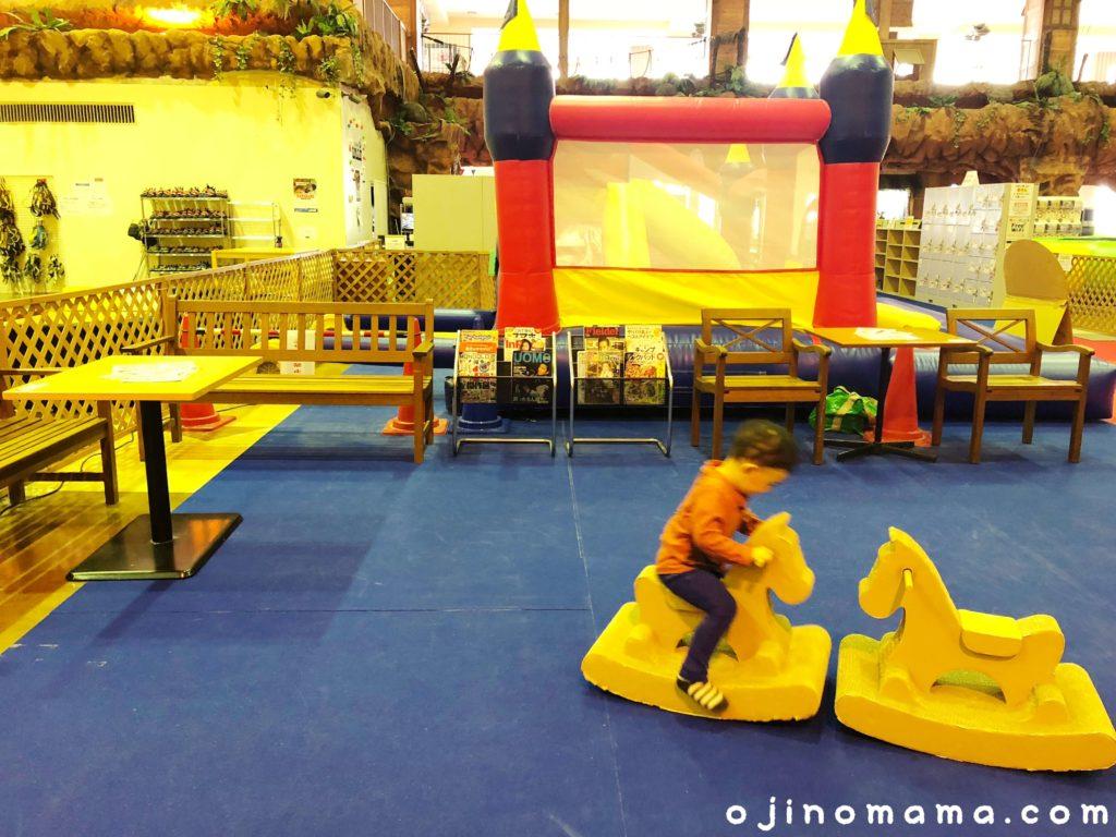 小樽室内遊び場イカロスの城休憩スペース