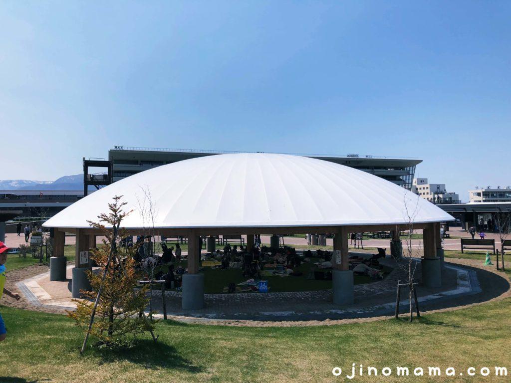 札幌競馬場級ターフパーク休憩スペース