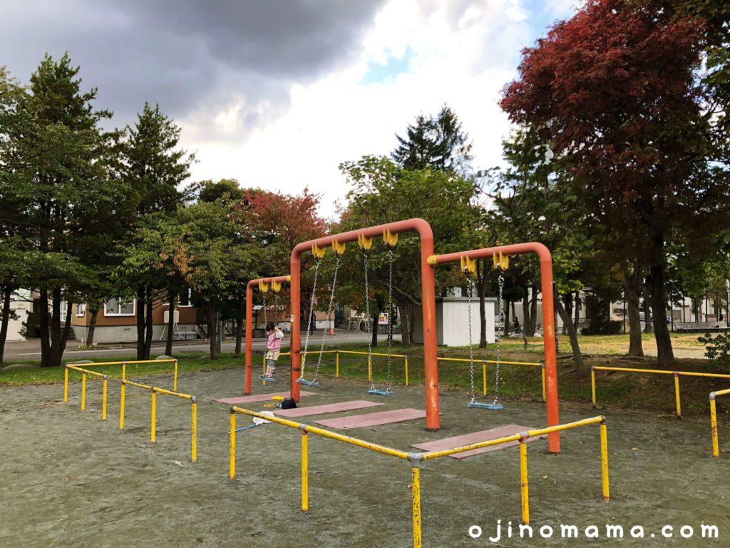 厚別西公園ブランコ