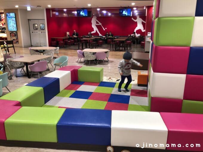 新札幌カテプリフードコート内キッズスペース