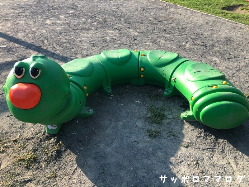 下手稲公園虫の遊具