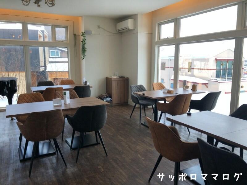 札幌カフェオレンジテーブル席