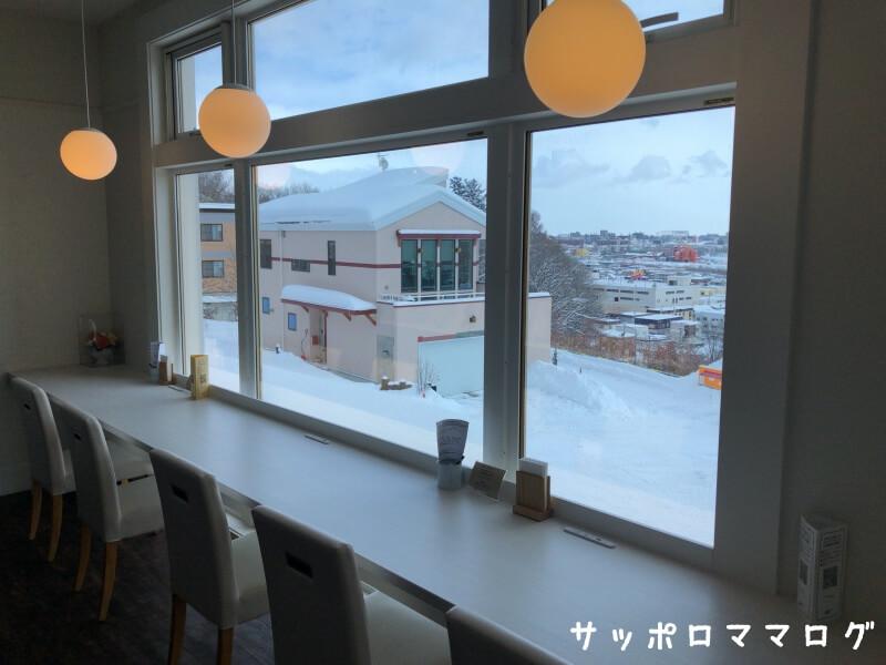 札幌カフェオレンジ窓際席